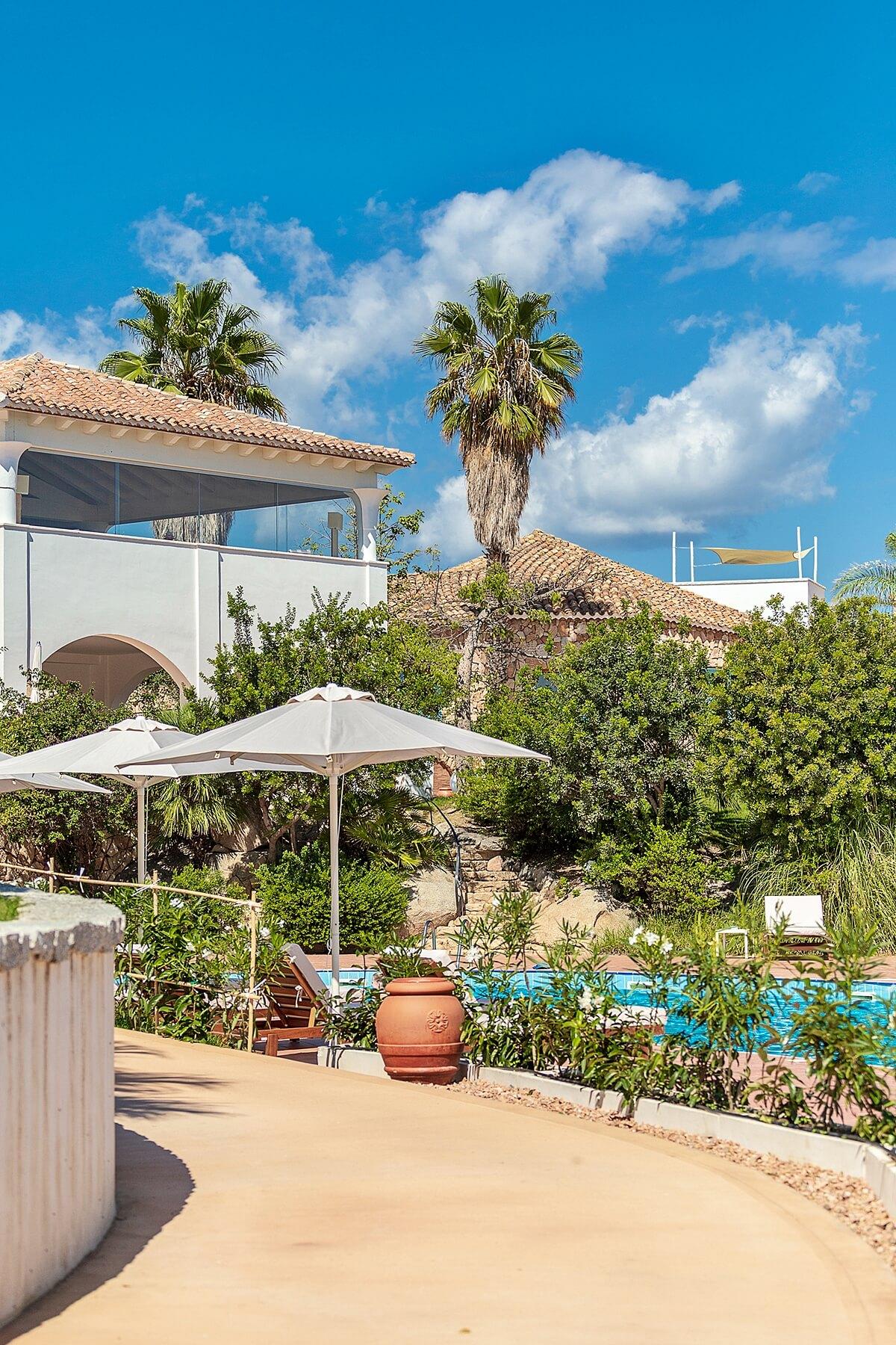 boutique experience hotel di charme con piscina sul mare in sardegna