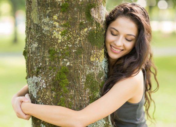 silvoterapia_abbraccia-un_albero_abbracciare_gli_alberi